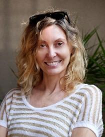 A photo of Leigh Harris